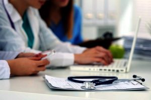 how to report a negligent doctor